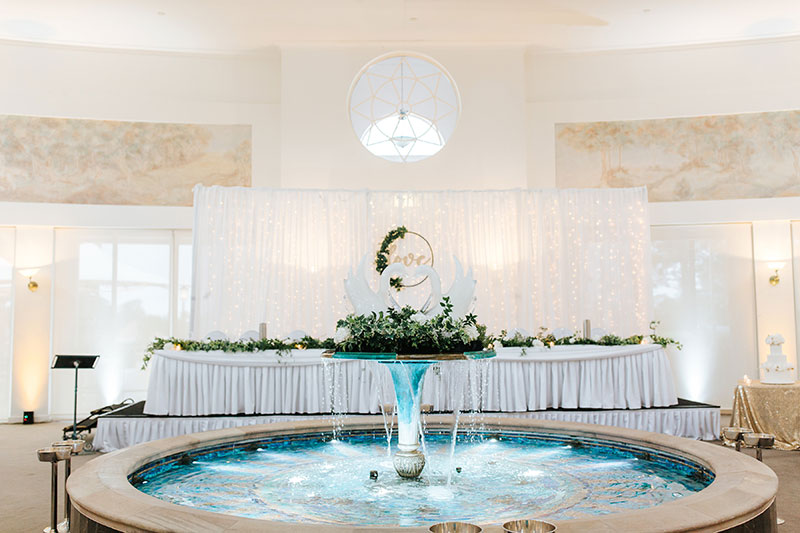 Wedding table and fountain at Links Hope Island.
