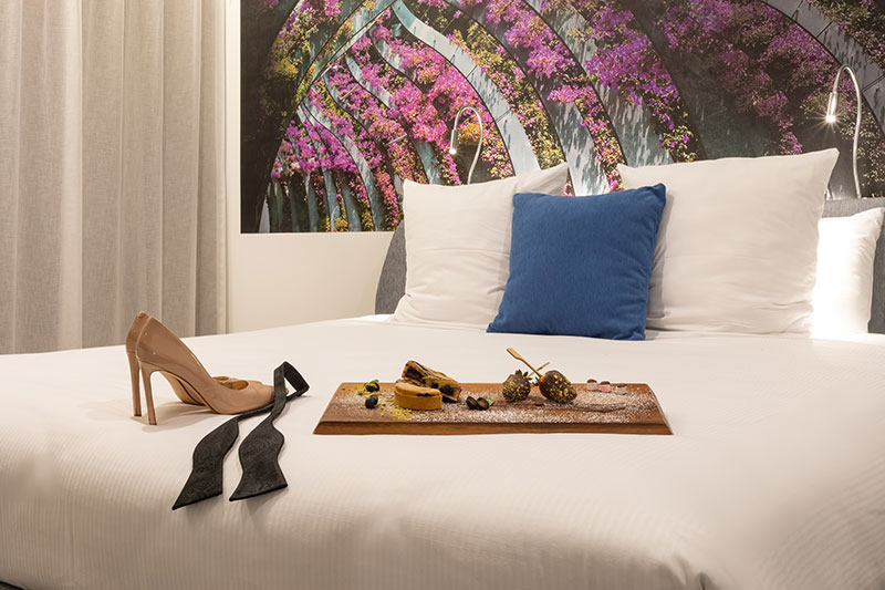 King size bed with exclusive room service at Novotel Brisbane South Bank.