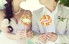Wedding couple with lollipops