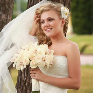Young bride posing outdoors